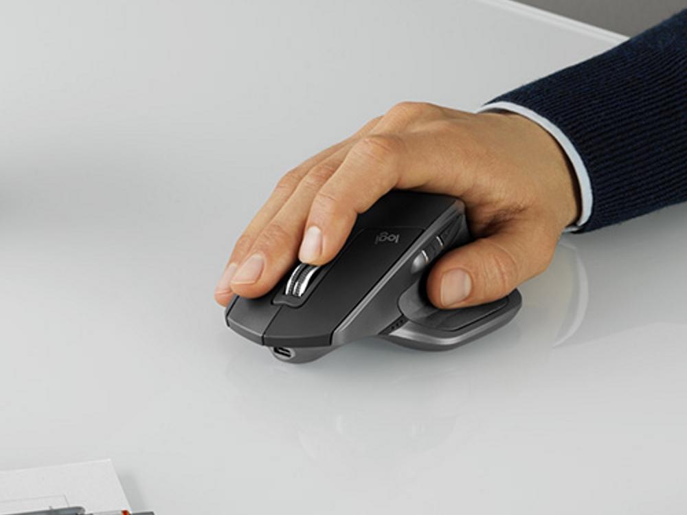 logitech-mx-master-2s-hand.jpg